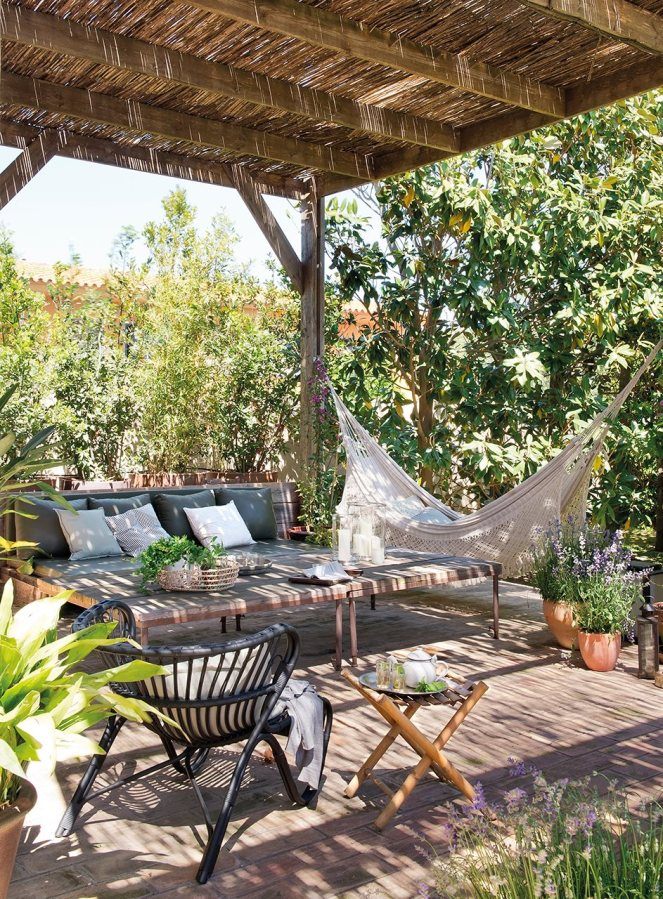 Pergola-with-hammock