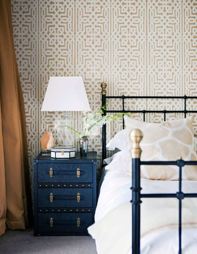 Contemporary-bedroom-celtic-wallpaper-design
