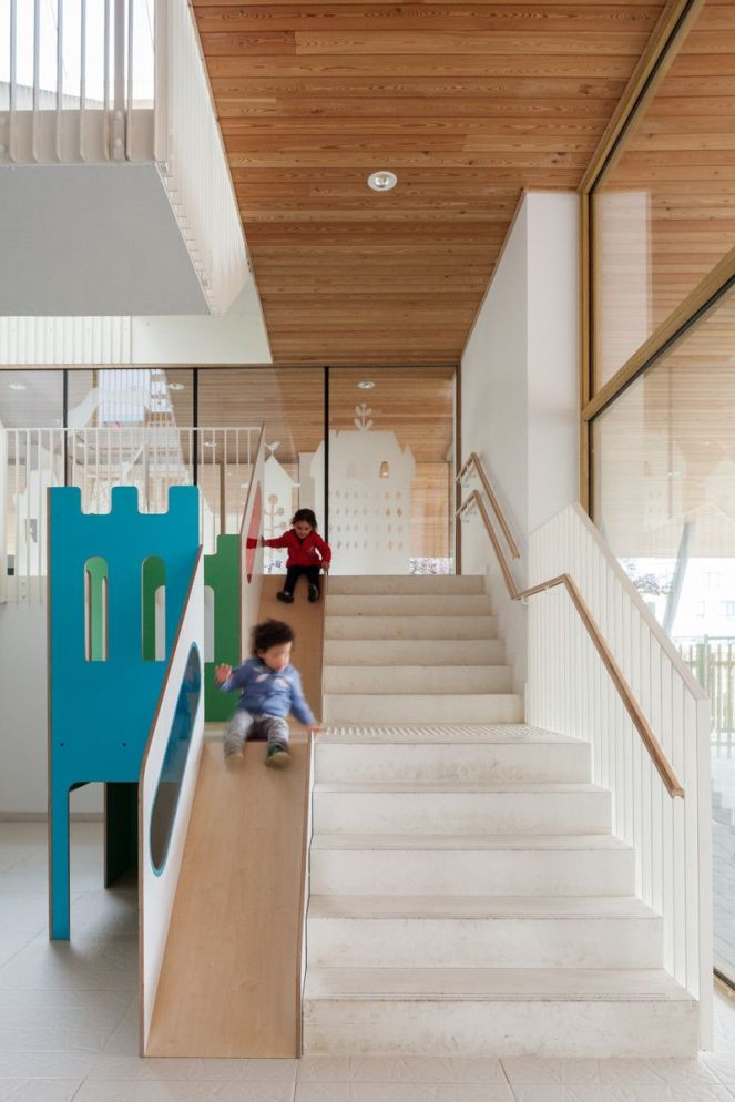 Nurseryy-ZAmpone-Architectuur-Stair-with-Slide