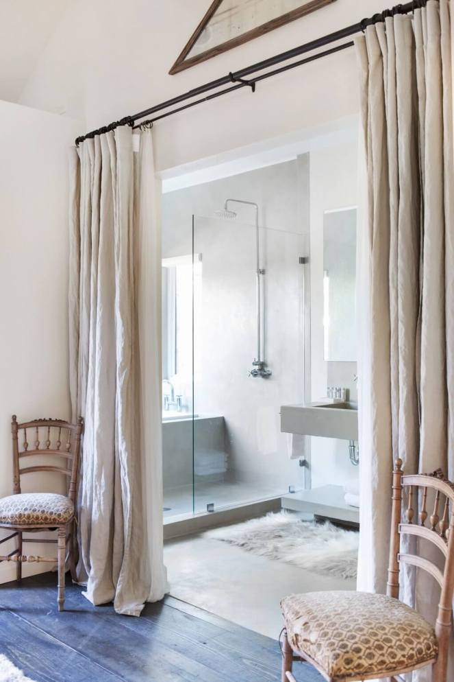 Bathroom-room-divider-with-curtains