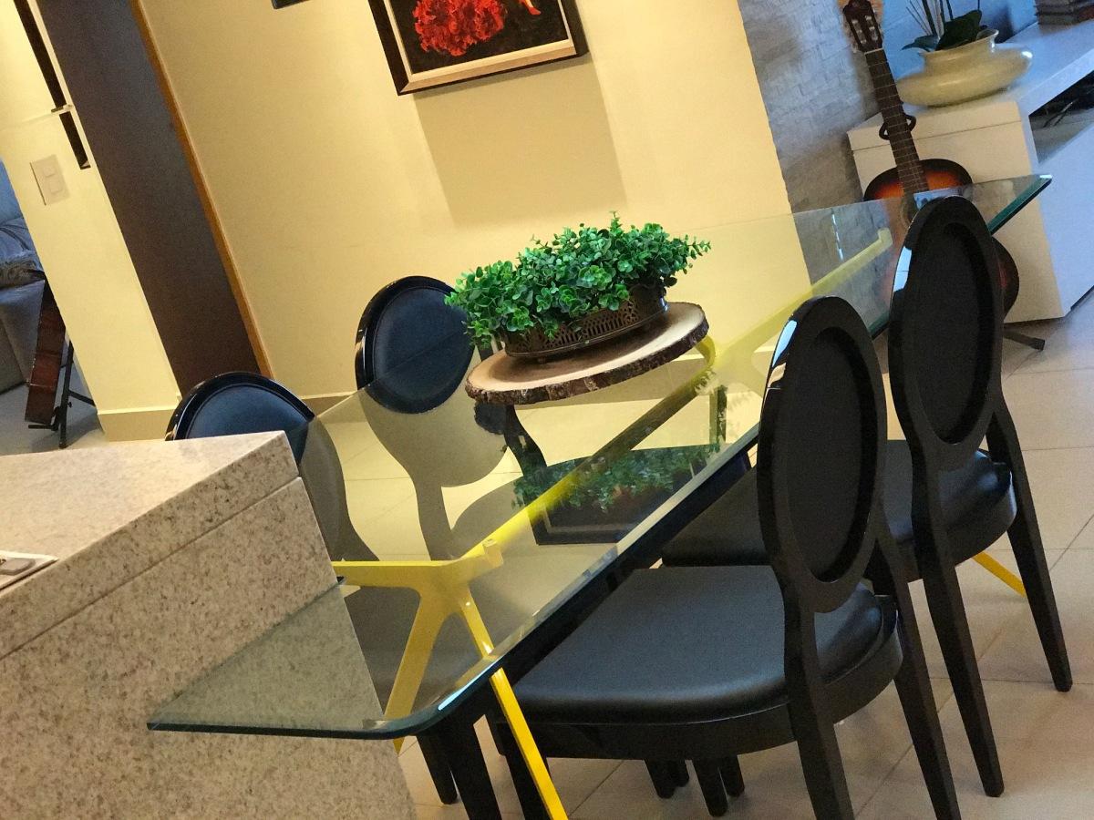 A cozinha - A mesa de Jantar